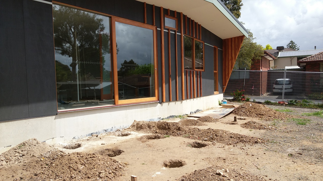 hight resolution of exposed slab edge at the back of the house