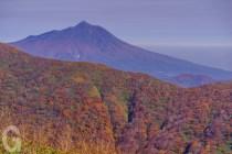 白神岳山頂から、岩木山を望む