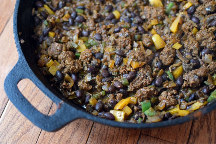 Skillet chili with mushrooms