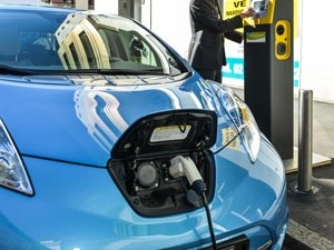 Lithium–sulfur batteries might soon be able to take an electric car more than 300 miles on a single charge © Shutterstock