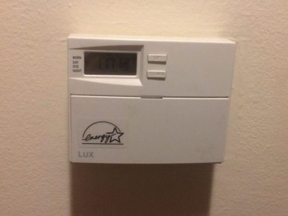 Programmable thermostats for greener home