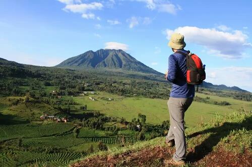 Volcanoes Safaris mountains