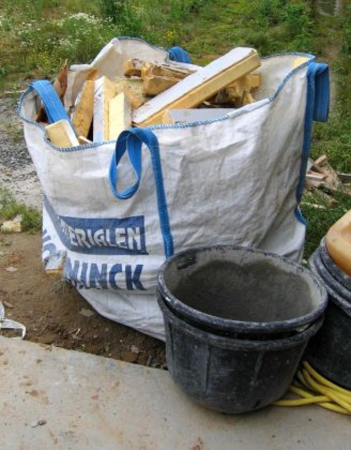 Description	 English: A bag of cut polyurethane blocks that have been cut up and can no longer be used. As can be clearly seen, this kind of insulator is wasteful, and as such, extra expensive. A more suitable alternative could be compressed straw as insulator, or other alternatives. Date	17 June 2008 Source	 Own work Author	 KVDP