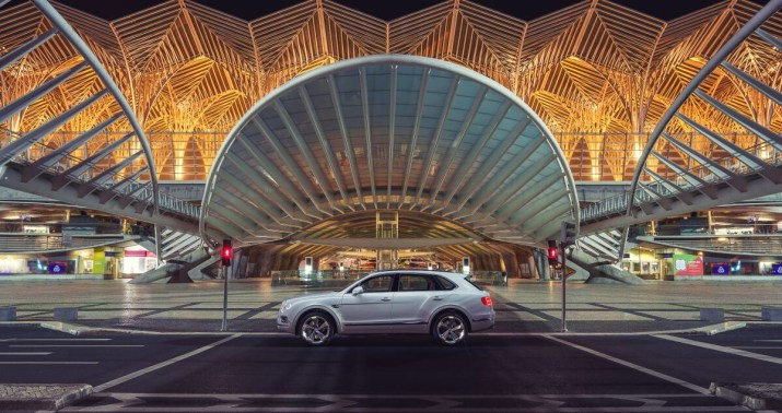 In Bentley's first step towards full electrification, the plug-in hybrid model combines an advanced electric motor with a powerful and efficient new-generation V6 petrol engine. The hybrid version will be the company's most efficient model with CO2 emissions of 75 g/km (NEDC).