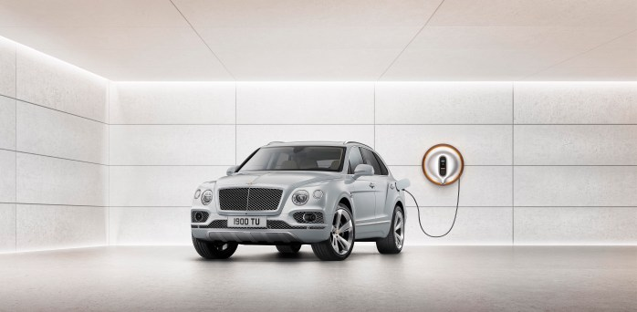 In Bentley's first step towards full electrification, the plug-in hybrid model combines an advanced electric motor with a powerful and efficient new-generation V6 petrol engine. The hybrid version will be the company's most efficient model with CO2 emissions of 75 g/km (NEDC). Charging the Car
