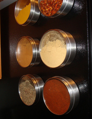 Magnetized spice rack