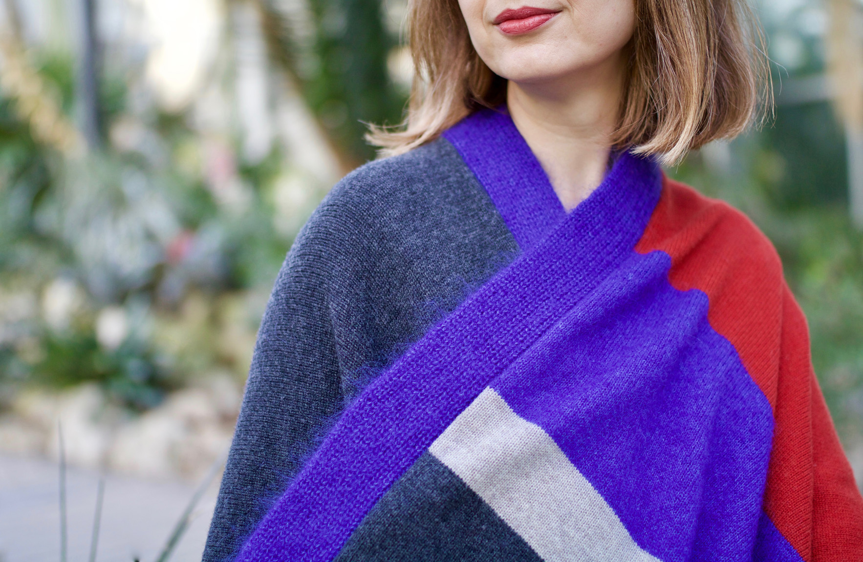 greenlooksgreat-ekyog-ethical-fashion-poncho-detail