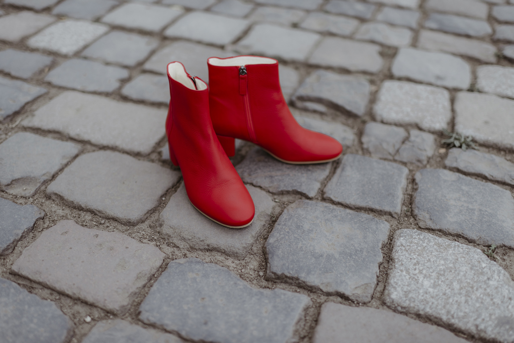 greenlooksgreat-ninetofive-red-boots-2