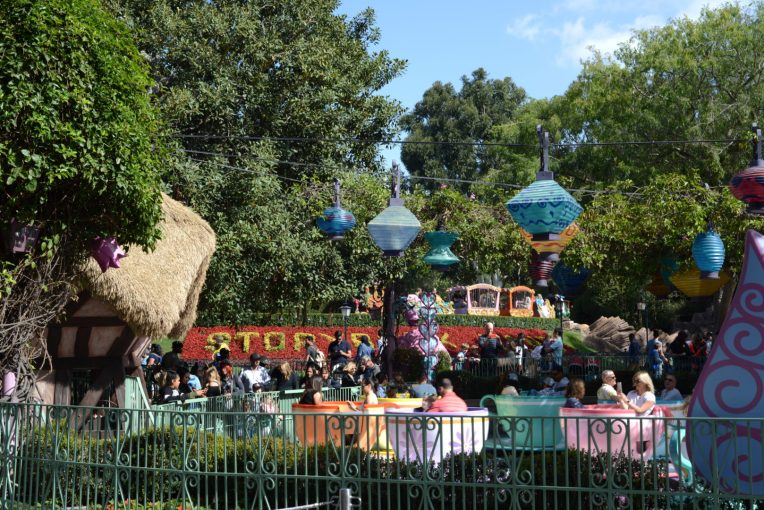 9 Ways to Spend Less Time in Line at Disney #disneyland #disneyworld #timemanagement #planning