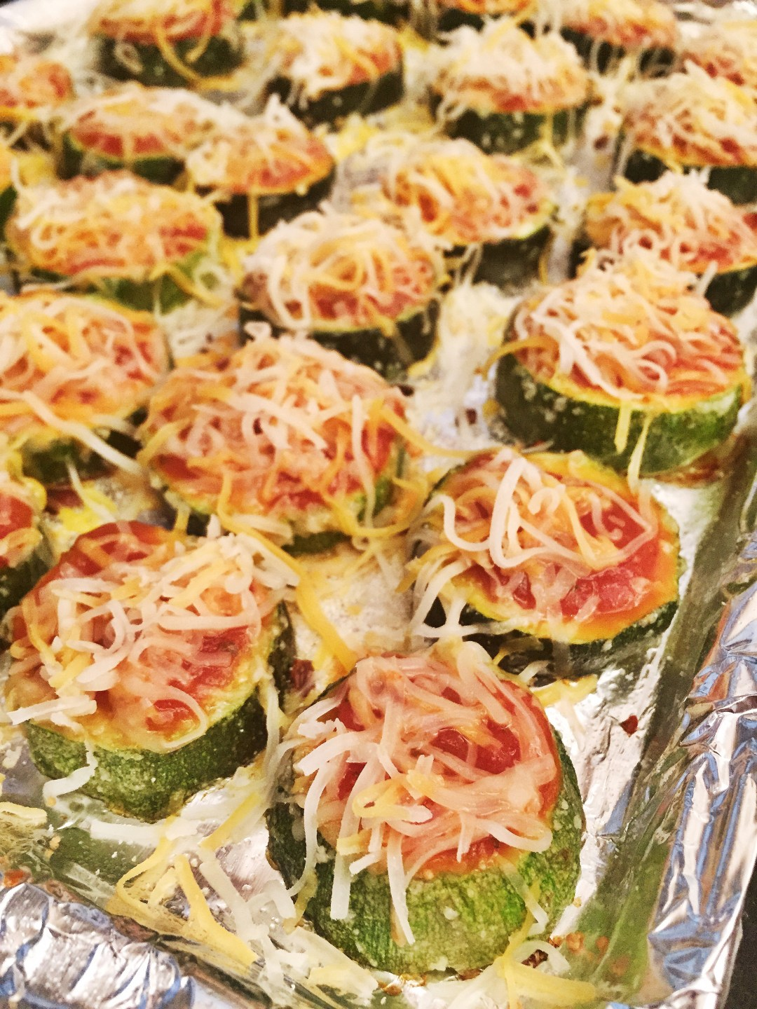 Zucchini Pizza Bites - healthy tailgating food