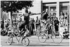 Typical Greenpoint bike commute (c) Montecruz Foto