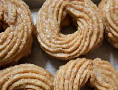 Peter Pan's crullers are ready for their beauty shots. Photo via Christopher Lee for The New York Times.