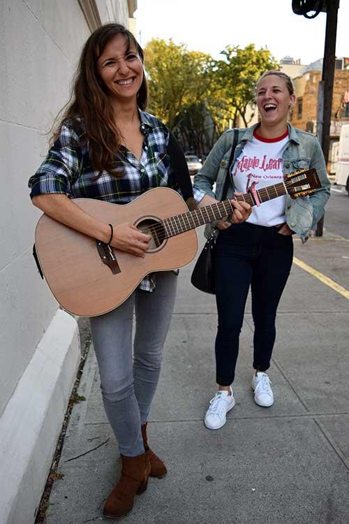 girls-singing-2