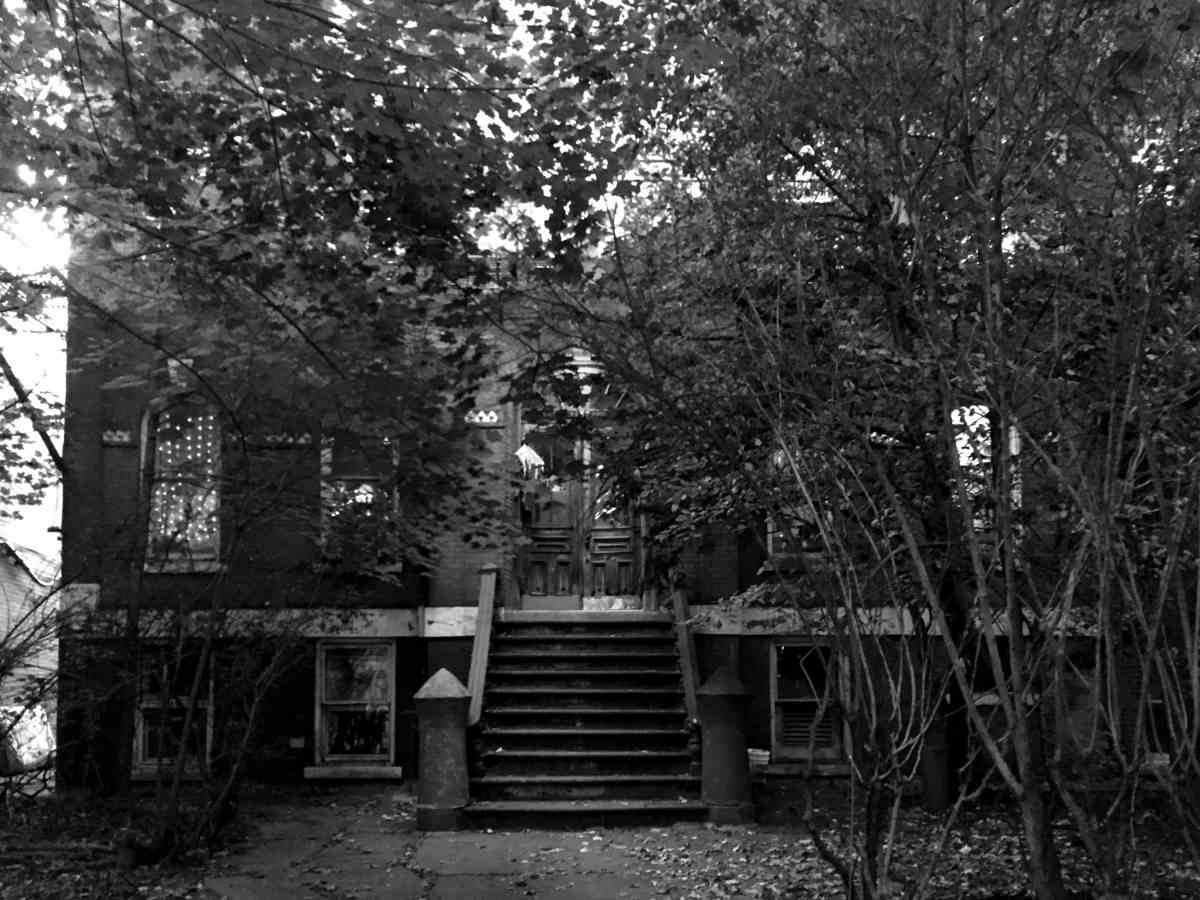 Oak Street and Guernsey - Greenpoint's Haunted House - Photo by Megan Penmann