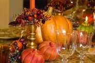 Thanksgiving-buffet-table-with-pumkins-and-fruits-ornaments