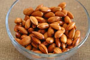 Making Almond Milk at Home with Raw Almonds