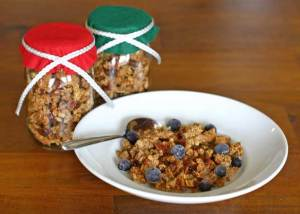 Healthy Vegan Granola in a Mason Jar: Great Gift!