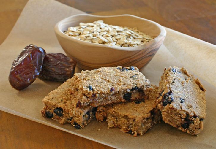 Banana Blueberry Oatmeal Breakfast Bars – Green Sage