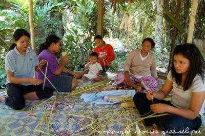 Tompoq Topoh bunga moyang weaving