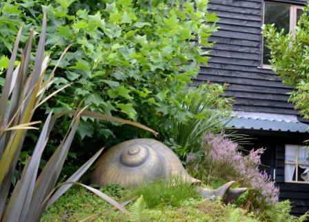 good-moods-and-garden-sculptures-giant-snail