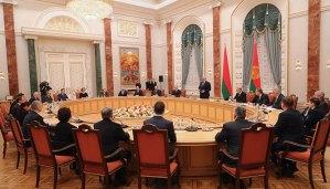 """Александр Лукашенко - """"Надо нам выбрать время, чтобы """"допросить"""" руководителя Академии наук"""""""