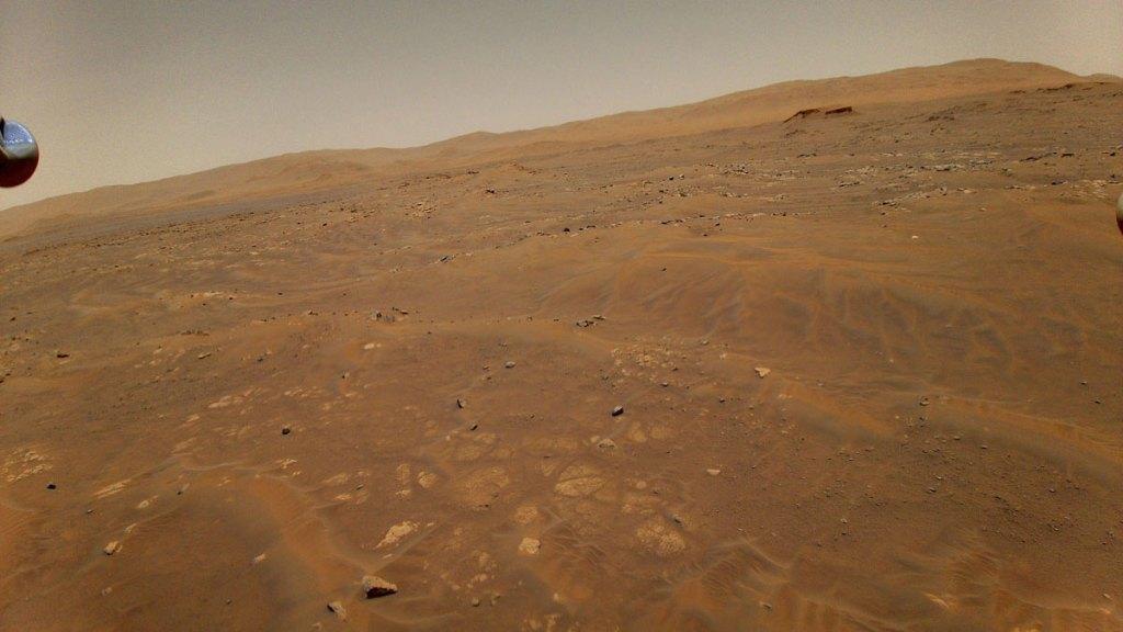 фотография Марса с борта Ingenuity во время 6-ого полёта