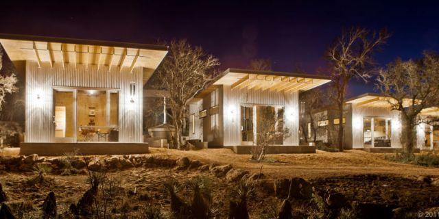 Um grupo de amigos comprou um terreno q formou o que ficou conhecido como Bestie Row: casas de 33 m2, em Austin, Texas. (Fonte: Country Living).
