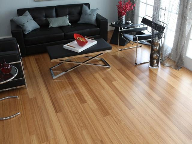 Piso de bambu utilizado em uma sala. (Fonte: Reforma Fácil).