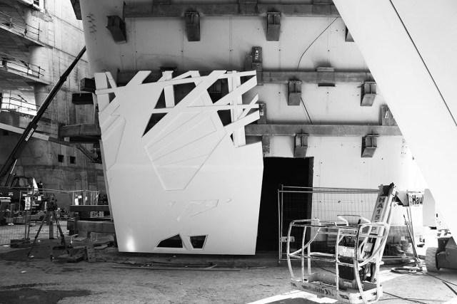 Montagem da fachada com os painéis de cimento biodinâmico. (Fonte: Arch2o).