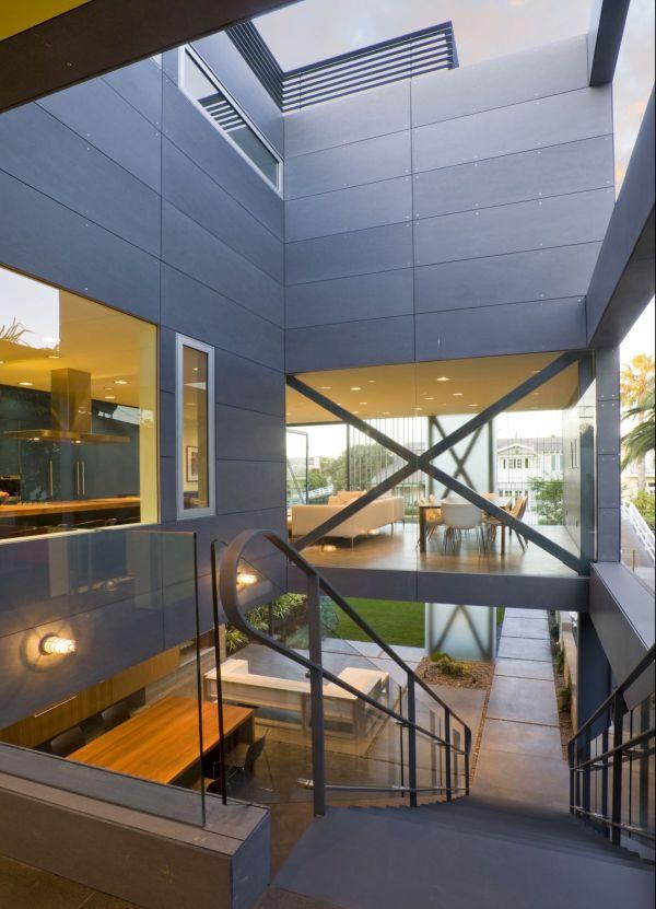 O efeito chaminé no miolo da edificação e janelas opostas garantem uma boa ventilação natural. (Fonte: Architect's List).