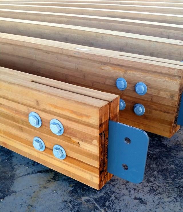 As peças estruturais da empresa Lamboo são feitas com bambu laminado prensado e promete certas vantagens, como customização das peças, maior resistência, maiores vãos alcançados e boa durabilidade. (Fonte: Lamboo)