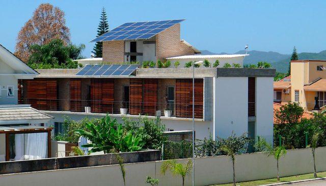 Casa das Guaracemas, projeto premiado pela Saint-Gobain. (Fonte: Arcoweb).