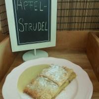 Wiener Apfelstrudel mit veganer Vanillesauce