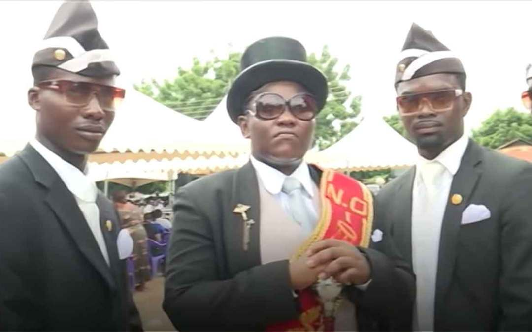 Funerals in Ghana – Custom-made coffins and dancing pallbearers