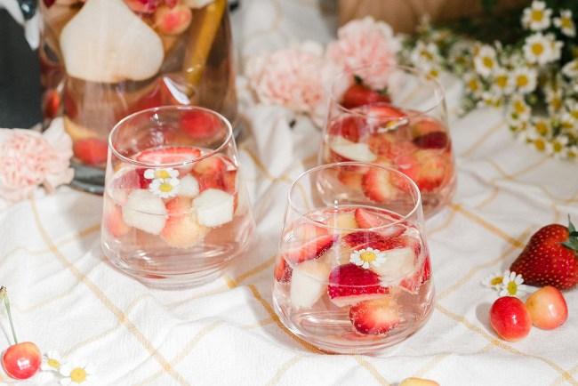 How to Make Rosé Sangria