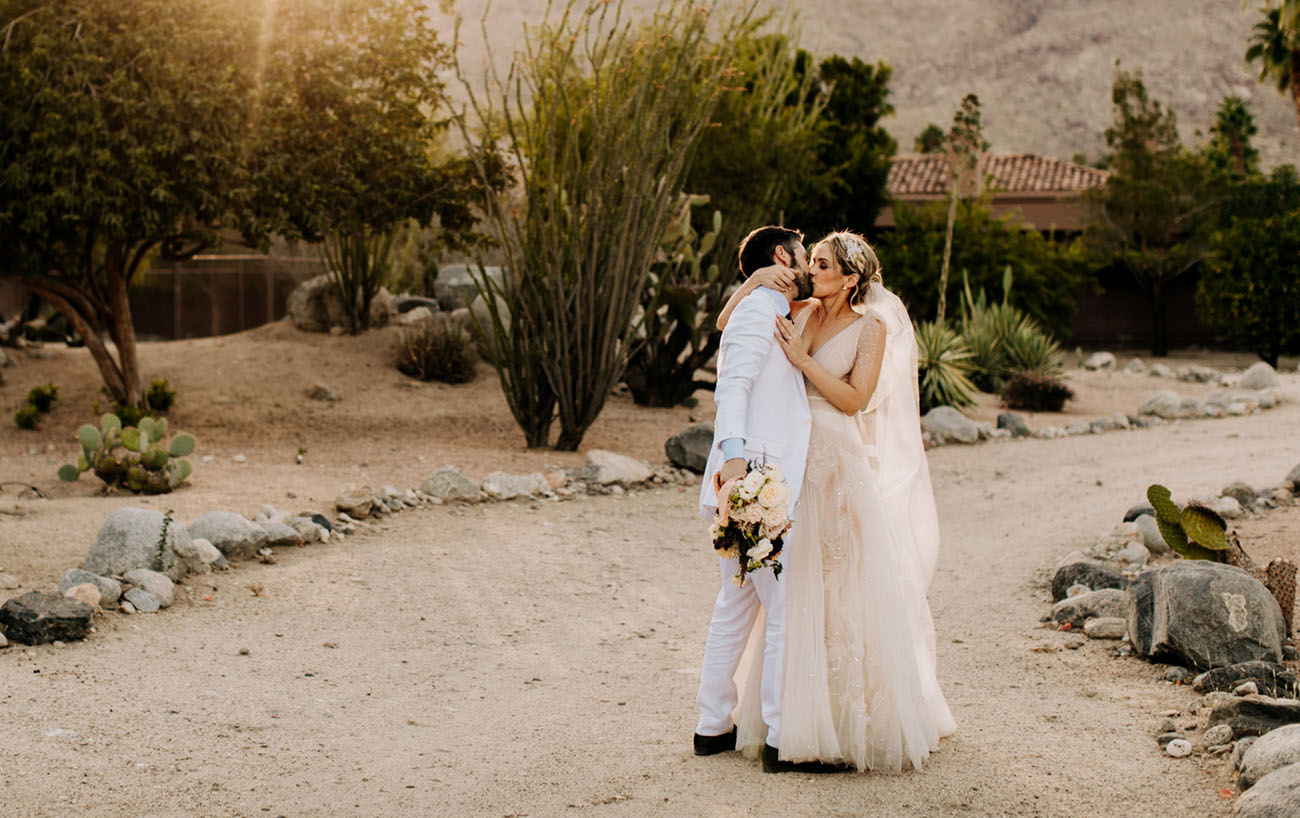 58d5dbcce78 Luxe Meets Bohemian for this Desert Wedding at The Pond Estate in ...