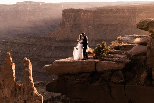 Hot to Plan the Perfect Adventure Elopement