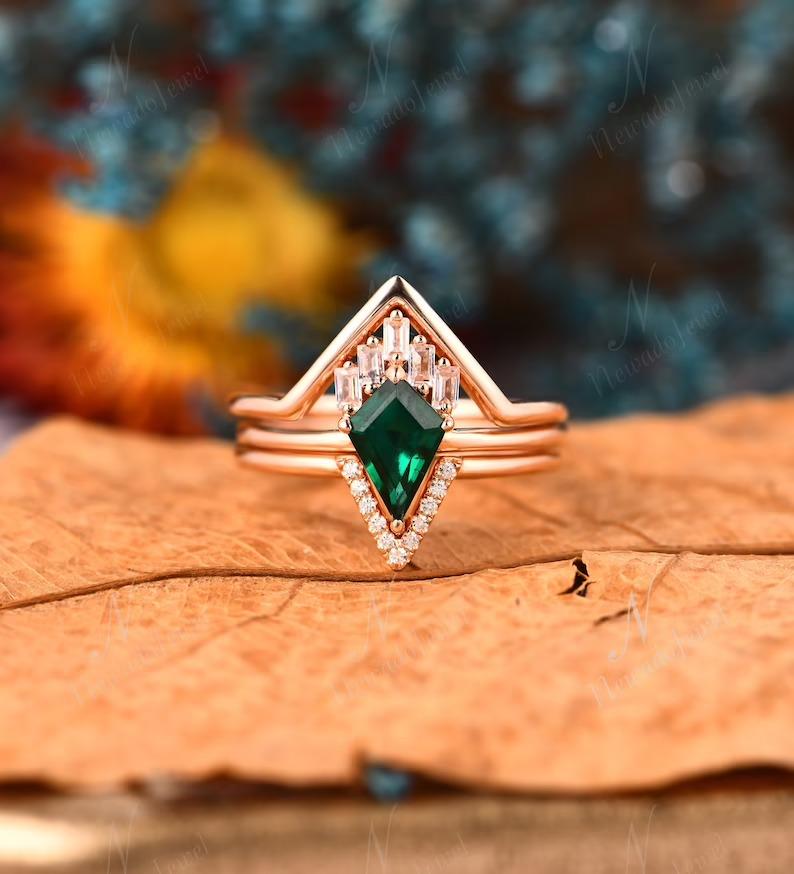 Art Deco vintage emerald engagement rings set