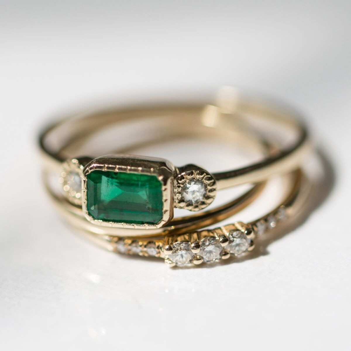 stone trio emerald band with a vintage look