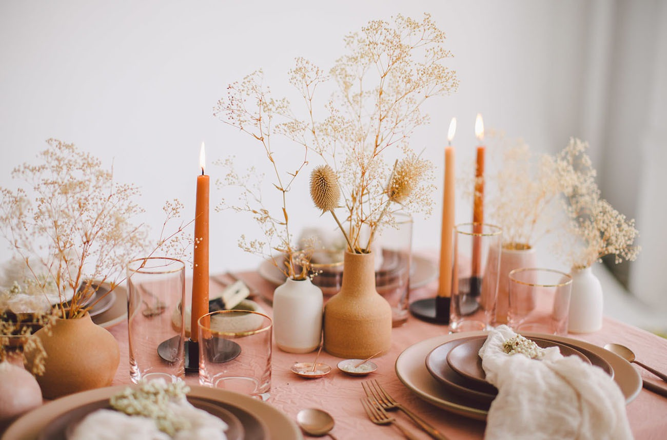 warm neutral tablescape dressed up with dried flowers and delicate bouquet arrangements