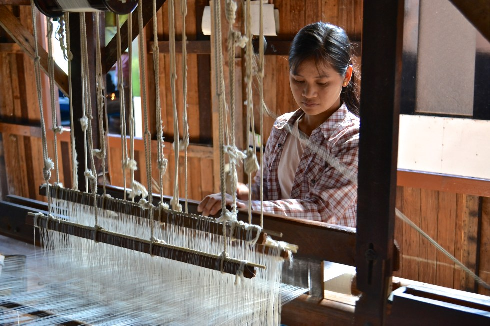 inle lake weaving
