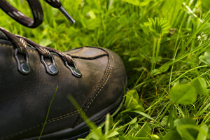 🥇 Top 7 Best Shoes for Cutting Grass