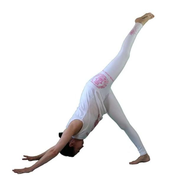 camiseta antes yoga que sencilla blanca y fuscia 3