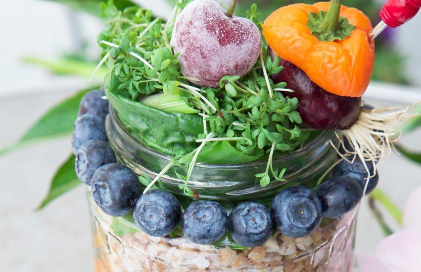 """Bunter """"Salat im Glas"""" - mit Buchweizen und Bohnen"""