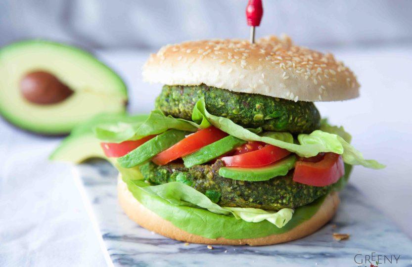 """Grüner Veggie-Burger """"Popeye"""" mit Spinat und Erbsen (vegan Burger ) www.greenysherry.com"""