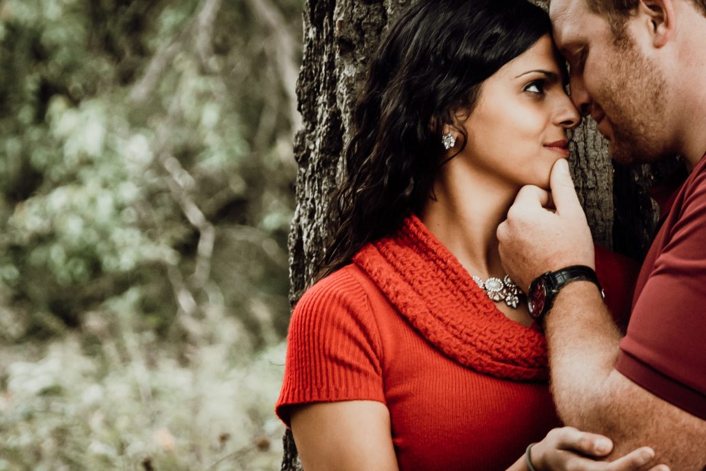 Intimately look for this engagement session