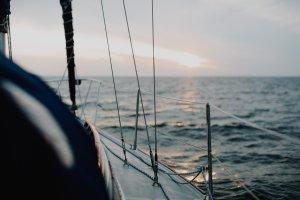 micro-nouvelle-conte-histoire-fiction-litterature-courte-navigation-bonnet-eric-tabarly-hommage-bateau-naufrage-mer-voilier-disparition.