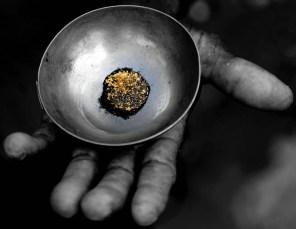 Oro Verde Gold in hand