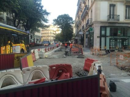 Entre Alsace Lorraine et Berriat, à 2 pas de Victor Hugo, Y. Mongaburu (Verts/Ades) a tout rasé pour un arrêt de bus!