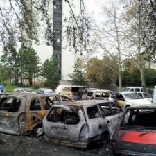 Voitures brûlées rue Doderot ..